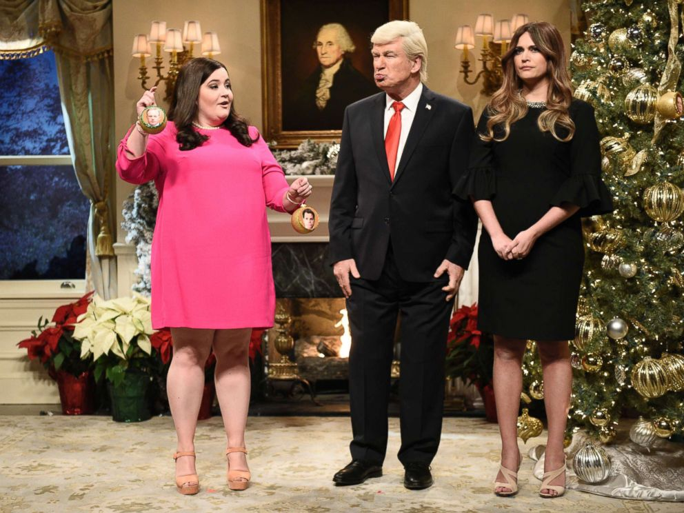 PHOTO: SATURDAY NIGHT LIVE -- Episode 1734 -- Pictured: (l-r) Aidy Bryant as Sarah Huckabee Sanders, Alec Baldwin as President Donald Trump, Cecily Strong as Melania Trump during White House Tree Trimming Cold Open on December 16, 2017