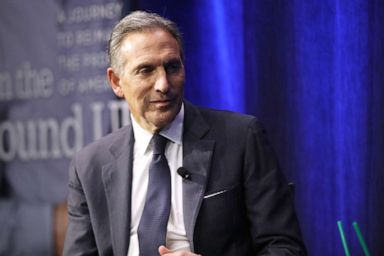 PHOTO: Howard Schultz speaks at a Barnes and Noble bookstore about his new book From the Ground Up, Jan. 28, 2019, in New York City.