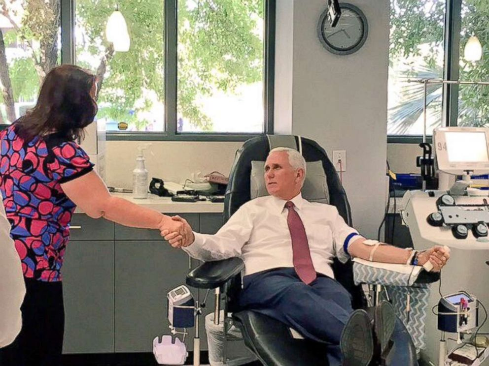 PHOTO: Mike Pence gives a blood donation in Phoenix, Arizona, on October 3, 2017.