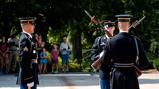 PHOTO: Tomb of the Unknowns Changing of the Guard