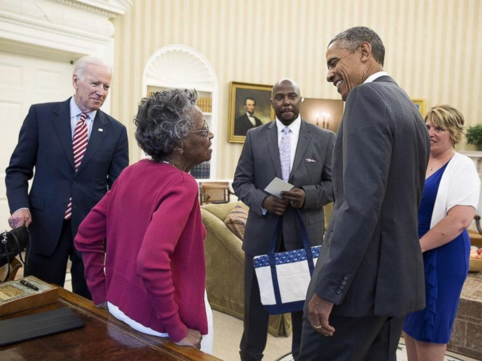 PHOTO: President Obama and Vice President Joe Biden meet with 97-year-old Vivian Bailey in the Oval Office on Tuesday, May 26, 2015.