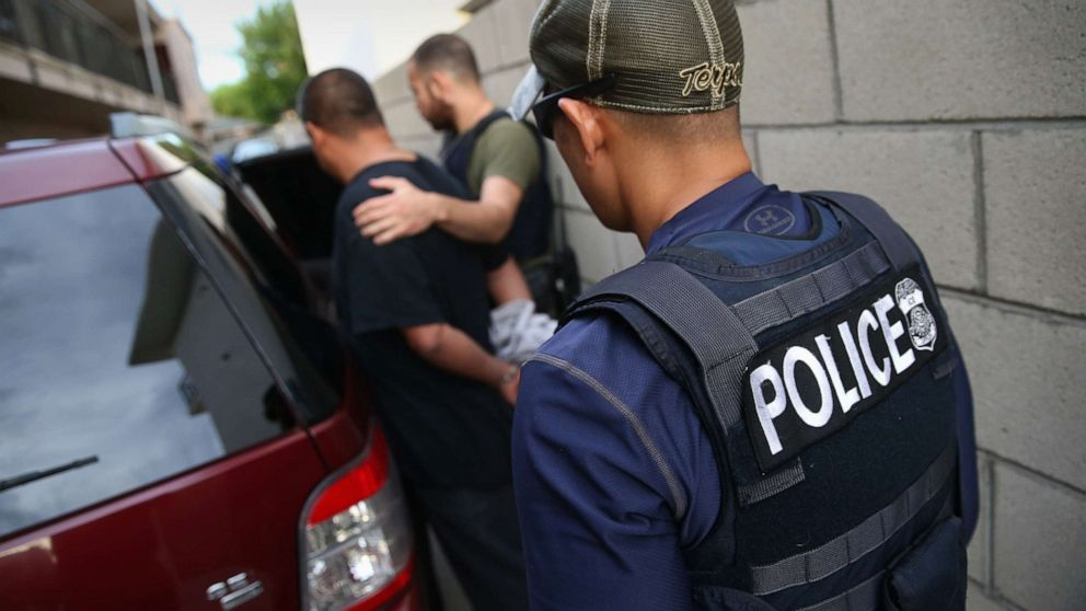 Cities brace for ICE deportation raids as Trump threats spread fear thumbnail