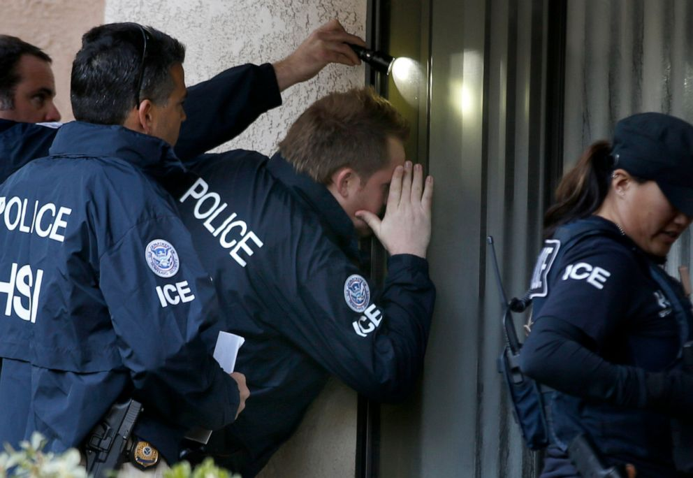 PHOTO: Immigration and Customs Enforcement agents from the Department of Homeland Security execute a warrant on March 3, 2015, in Rowland Heights, Calif.