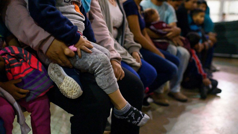 Trump administration to roll out plan for longer-term detention of migrant families thumbnail