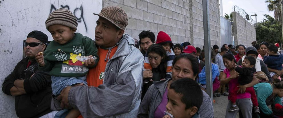 PHOTO: Central American migrants queue outisde the Padre Chavas kitchen soup for breakfast and legal counseling, in Tijuana, Mexico,April 27, 2018.