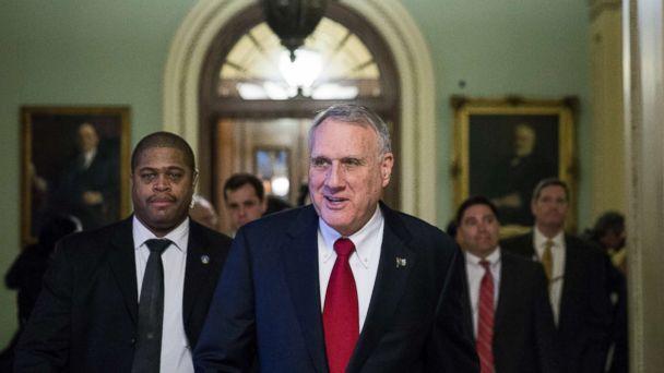 Former US Sen. Jon Kyl tapped to replace John McCain