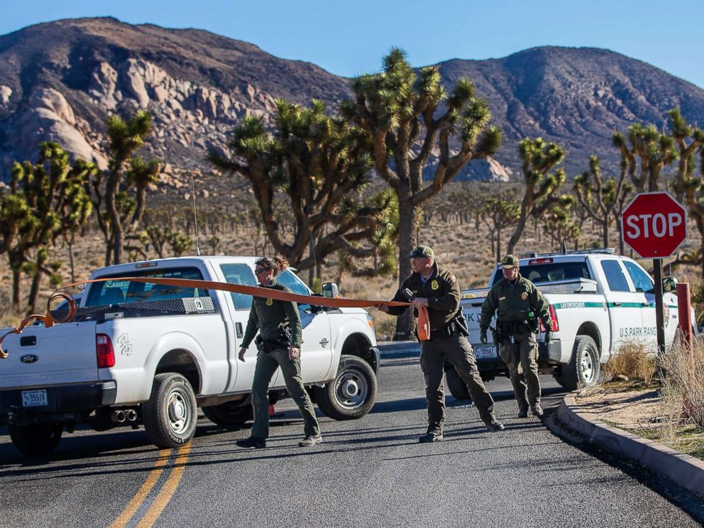 PHOTO: Park rangers close off the access road to a campground at Joshua Tree National Park on Jan. 2, 2019, in Joshua Tree, Calif.