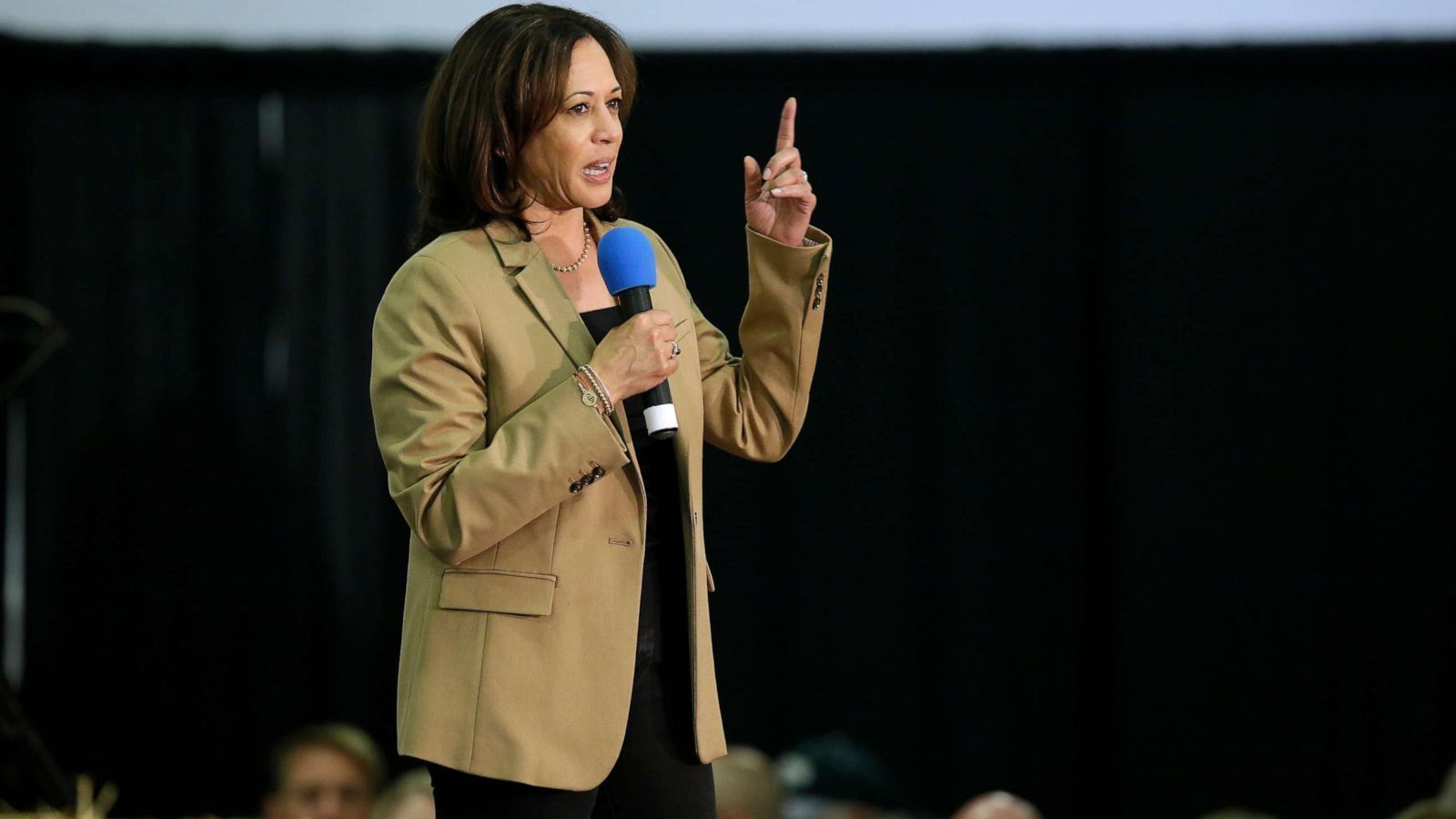 Sen Kamala Harris Friends On Her Upbringing She Was One To Not Let Anyone Tell Her Who She Was Abc News