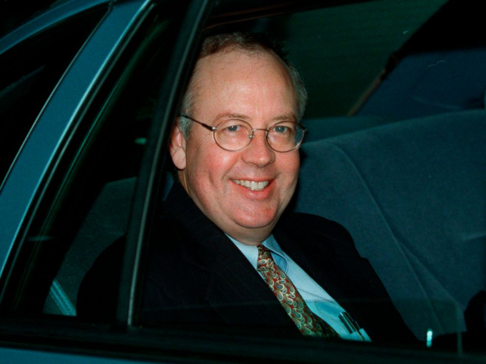 PHOTO: Independent Counsel Kenneth Starr leaves his home, Sept. 21, 1998, in McLean, Va.