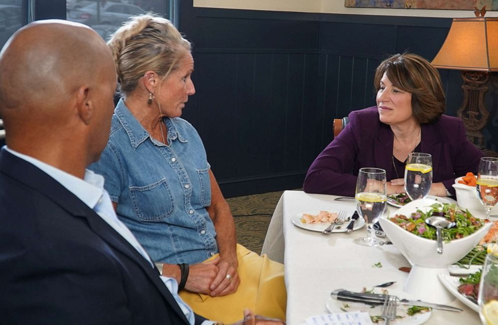 PHOTO: New Hampshire resident Lizzy Berube talks with 2020 Democratic presidential candidate Amy Klobuchar, during a dinner with two other voters and ABCs Bryon Pitts, left, at a restaurant in Bedford, N.H.