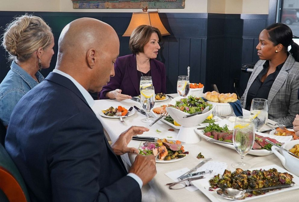PHOTO: ABC News Byron Pitts moderates a conversation with 2020 Democratic presidential candidate Amy Klobuchar on the campaign trail and three undecided voters at a restaurant in Bedford, N.H.