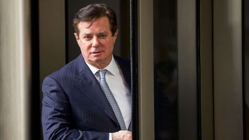 Former Trump campaign chairman Paul Manafort departs the federal court house after a status hearing in Washington, Feb. 14, 2018.