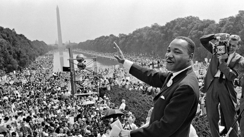 Το FBI, το οποίο διεξάγεται παρακολούθηση MLK, βλέπει σπασμωδική κίνηση μετά από τα social media post