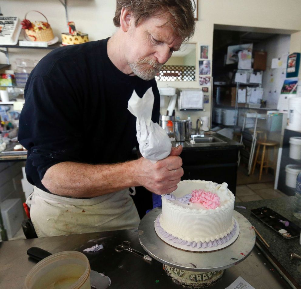 PHOTO: In this March 10, 2014, Masterpiece Cake shop owner Jack Phillips decorates a cake inside his store in Lakewood, Colo.