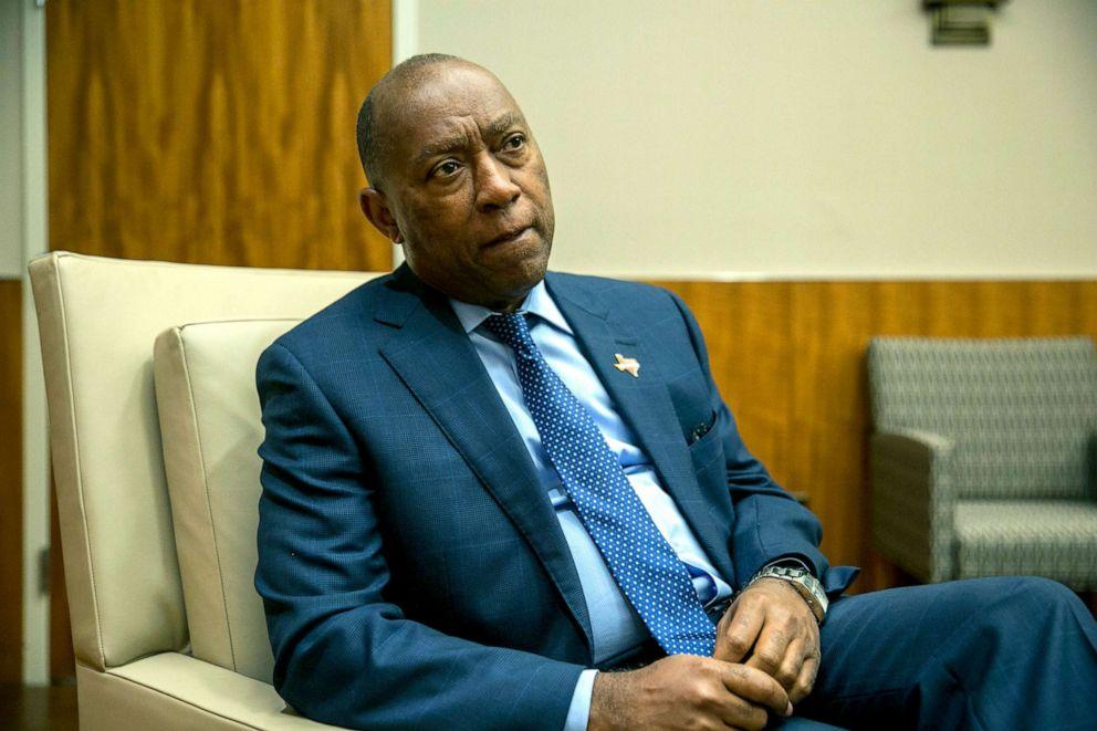 PHOTO: Houston Mayor Sylvester Turner at Houston City Hall in Texas, Nov. 1, 2017.