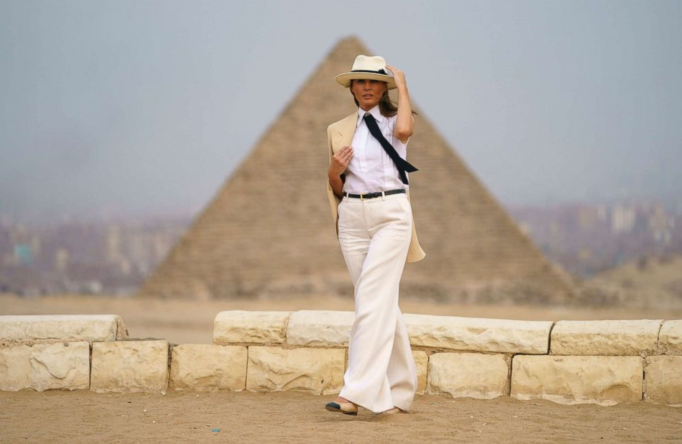 PHOTO: First lady Melania Trump visits the historical site of the Giza Pyramids in Giza, near Cairo, Egypt, Oct. 6, 2018.