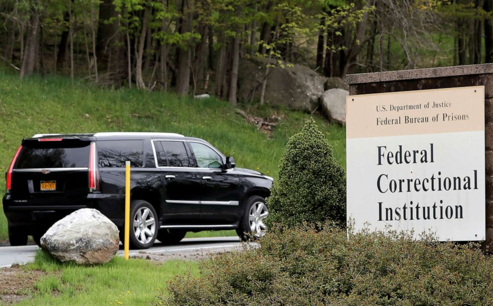 PHOTO: The vehicle carrying Michael Cohen arrives at the Federal Correctional Institution inOtisville, N.Y., May 6, 2019.
