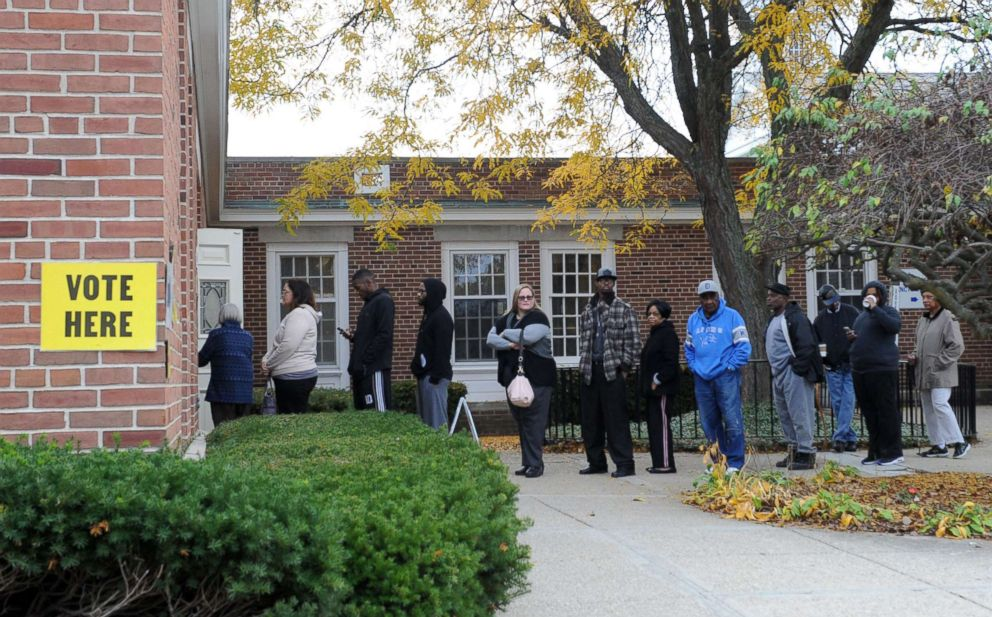 PHOTO: People line up to cast their ballots at a polling station, Nov. 8, 2016 in Flint, Mich.