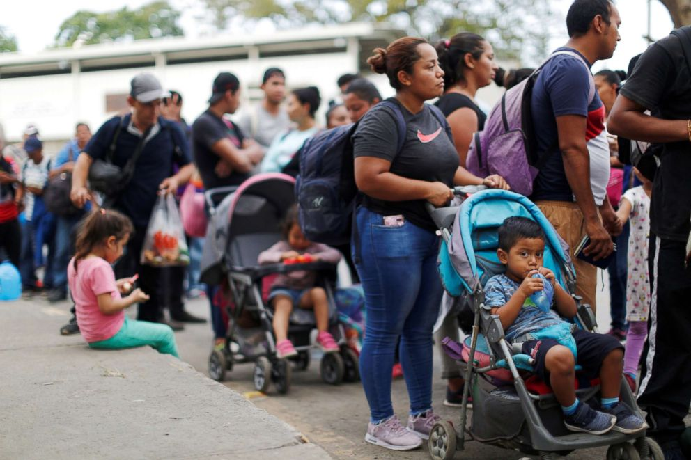 PHOTO: People belonging to a caravan of migrants from El Salvador form a line at a border crossing point en route to the United States, in La Hachadura, El Salvador, Oct. 31, 2018.