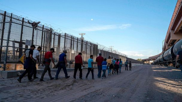 Border officials consider plans to transfer migrant families to cities around the US