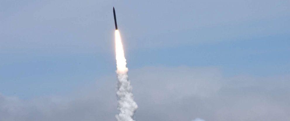 PHOTO: Missile interceptor test at Vandenberg Air Force base