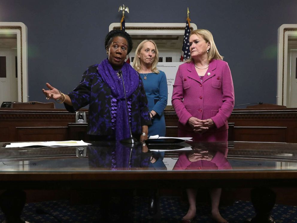 PHOTO: House Judiciary Committee members Rep. Shelia Jackson Lee, Rep. Mary Gay Scanlon and Rep. Sylvia Garcia hold a news conference before the reading of all 448 pages of the Mueller Report in the Rules Committee hearing room, May 16, 2019.