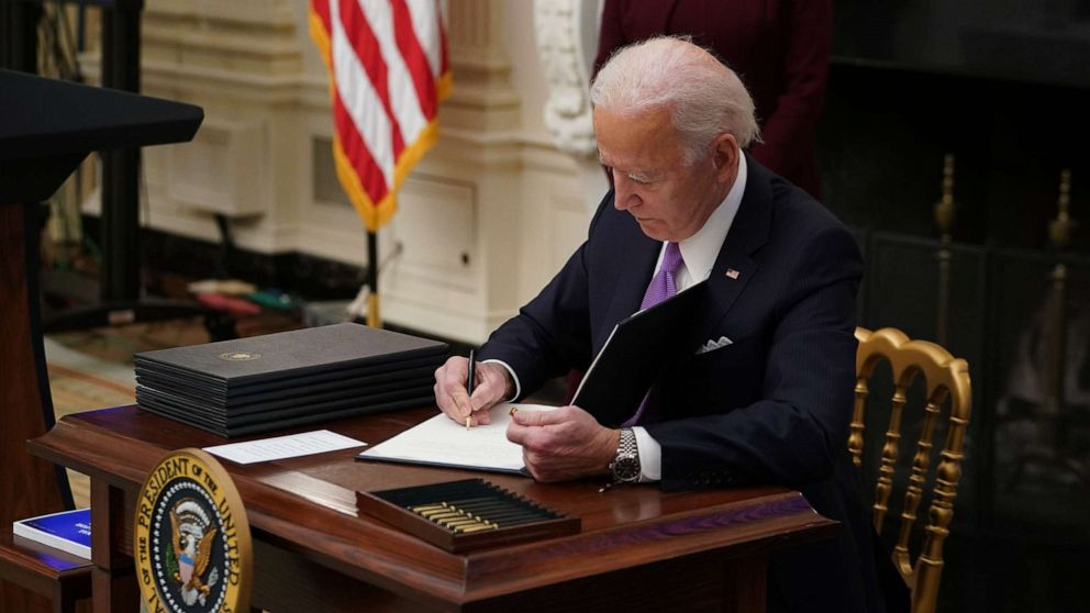 Biden executive order takes steps to require federal contractors pay $15 minimum wage