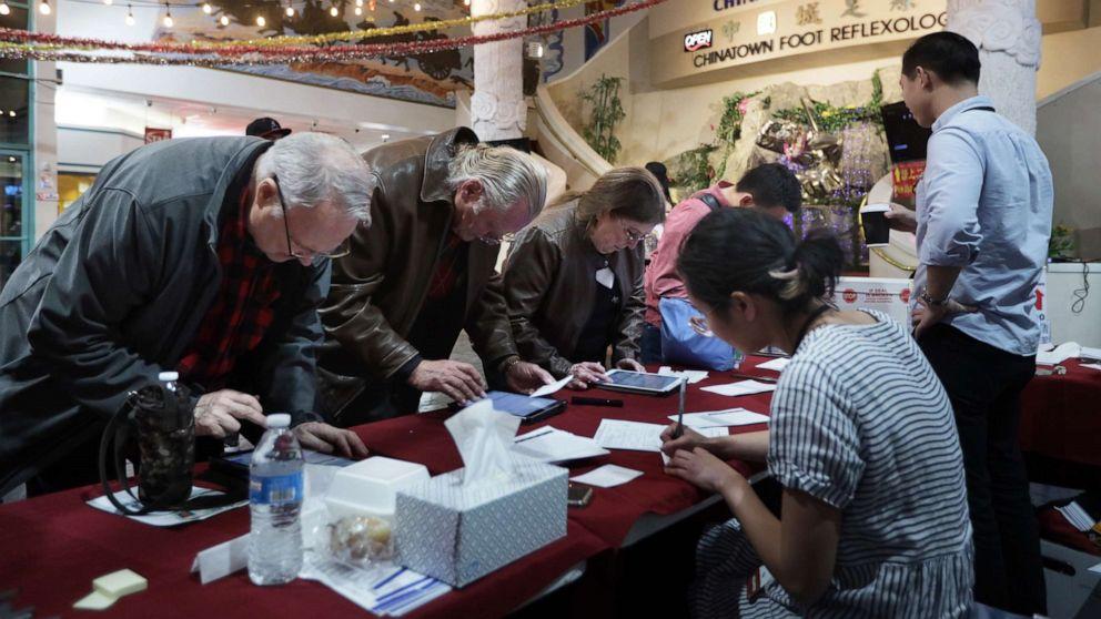 Nevadans abgegebenen Stimmzetteln im ersten äußerst vielfältigen Staat zu Wiegen in Demokratische primäre