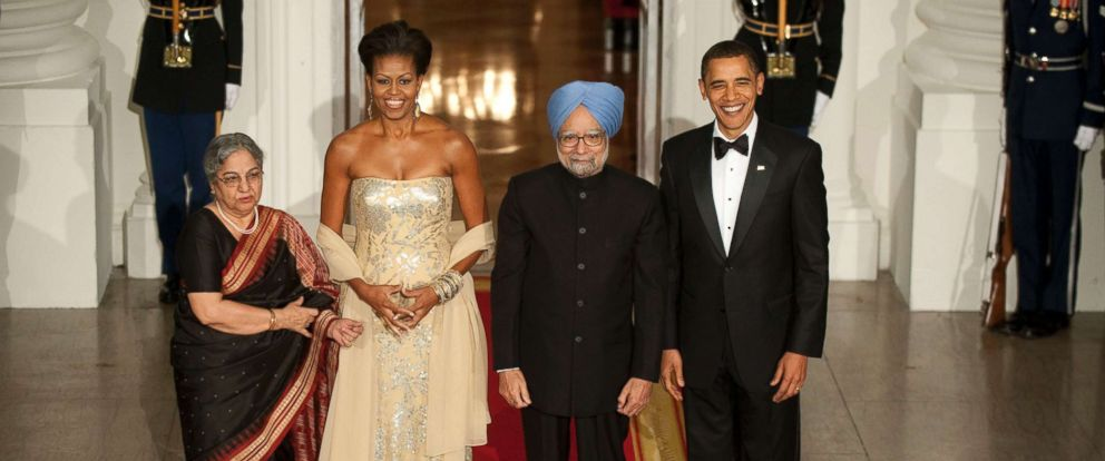 PHOTO: President Obama and first lady Michelle Obama welcome Indian Prime Minister Manmohan Singh and his wife, Gursharan Kaur, to the administrations first White House state dinner, on Nov. 24, 2009 in Washington.
