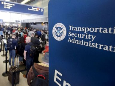 2nd TSA employee dies from COVID-19 over 300 employees have tested positive