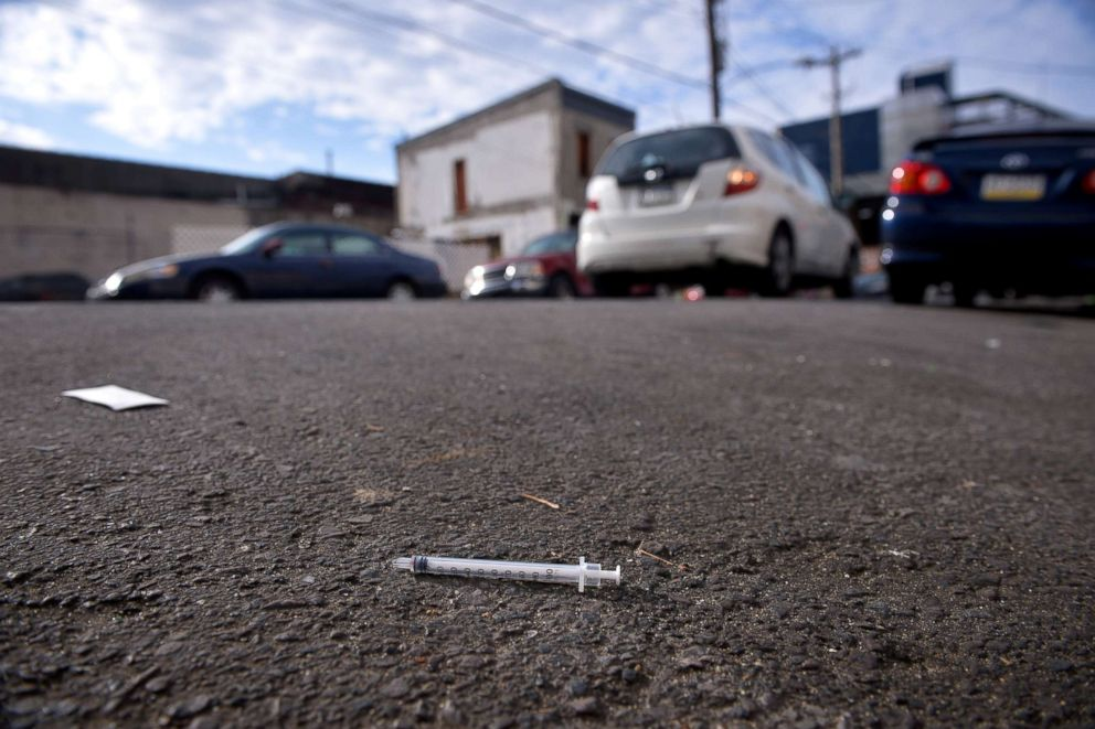 PHOTO: A needle used for shooting heroin and other opioids lies in the street in the Kensington section of Philadelphia, Oct. 26, 2017.