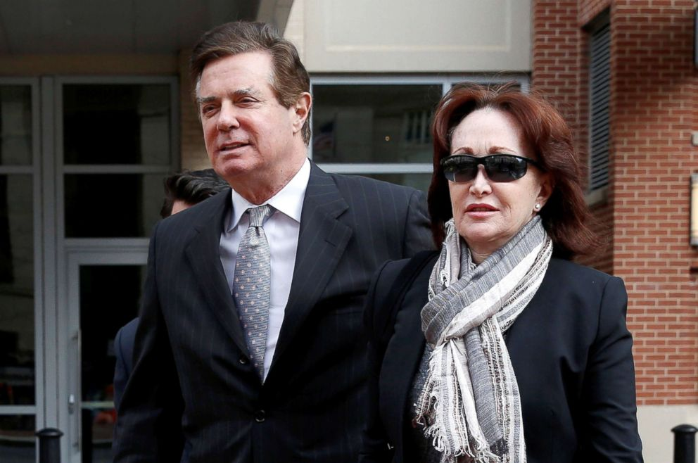 PHOTO: Paul Manafort arrives with his wife Kathleen for an arraignment hearing at the federal courthouse in Alexandria, Virginia, March 8, 2018.