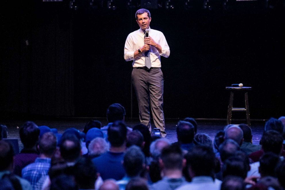 PHOTO: Pete Buttigieg holds a fundraiser in Los Angeles, Aug. 27, 2019.