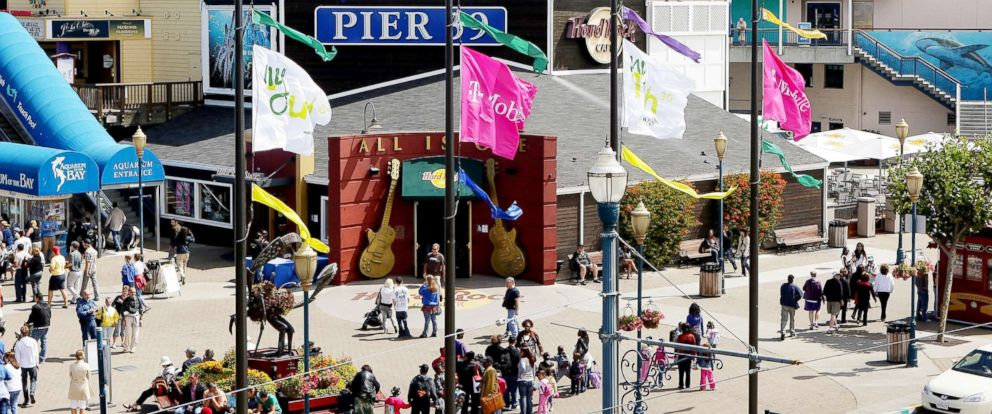 PHOTO: Consumers gather to watch the synchronized skydivers land at Pier 39 on Aug. 5, 2009, in San Francisco.