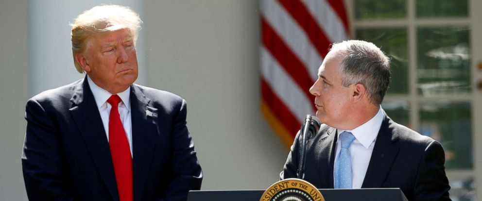 PHOTO: \President Donald Trump listens to EPA Administrator Scott Pruitt after announcing his decision that the United States will withdraw from the Paris Climate Agreement, in the Rose Garden of the White House in Washington, June 1, 2017.