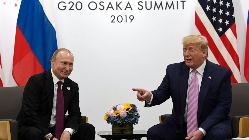 Smiling Trump wags finger at Putin: 'Don't meddle in the election' thumbnail