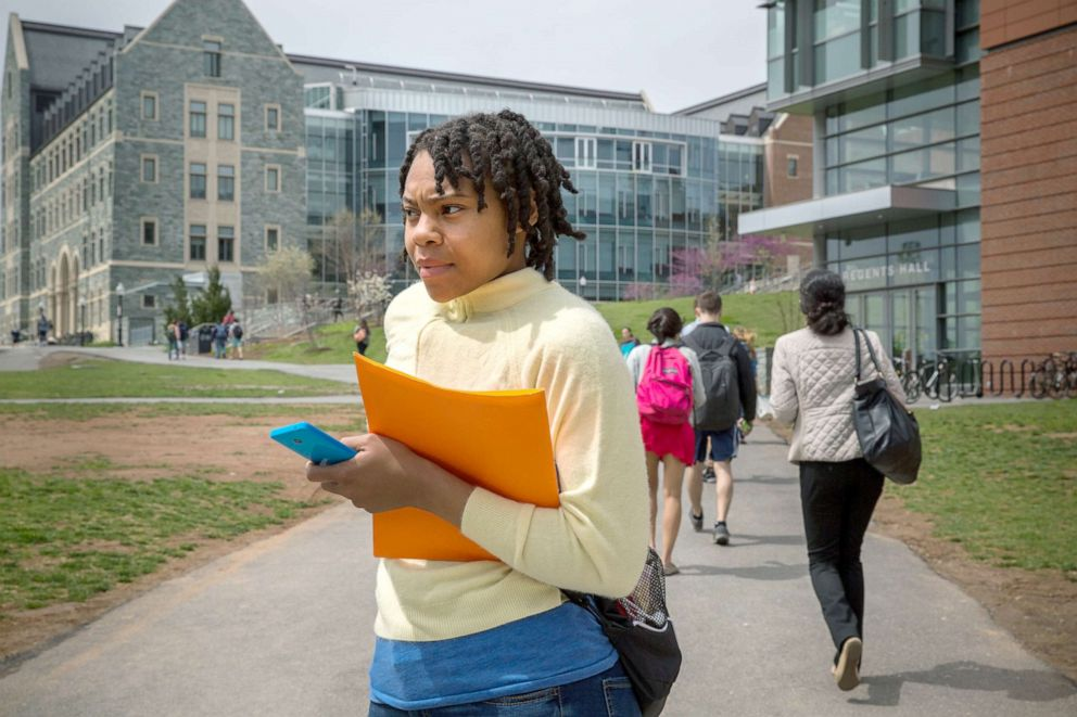 PHOTO: Rashema Melson, leaves her Womens Health class at Georgetown University, April 15, 2015, in Washington, D.C.