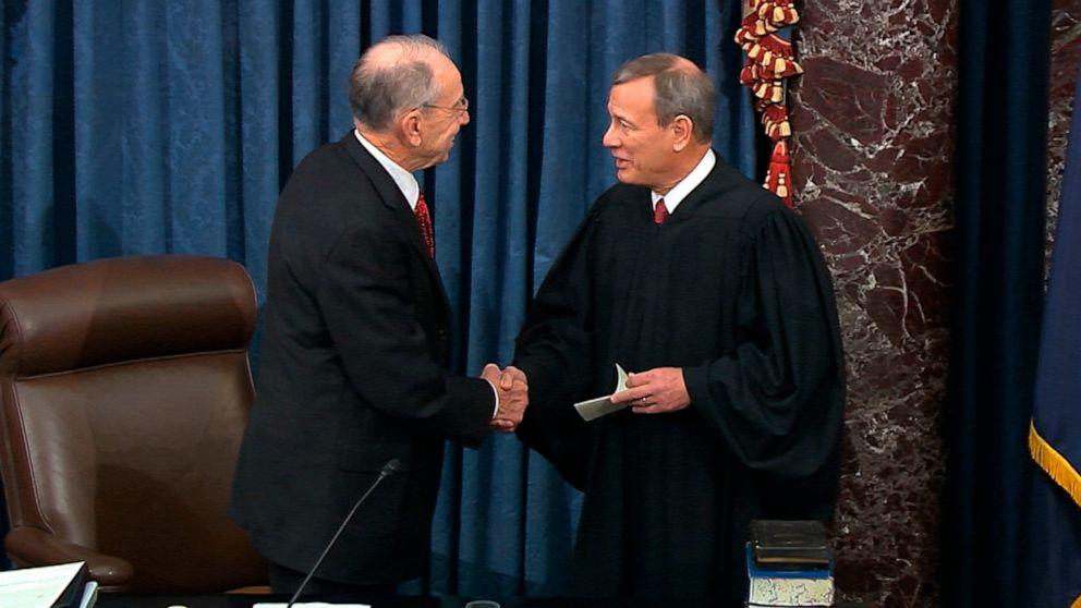 Trump Amtsenthebungsverfahren live-updates: Chief Justice Roberts, Senatoren vereidigt