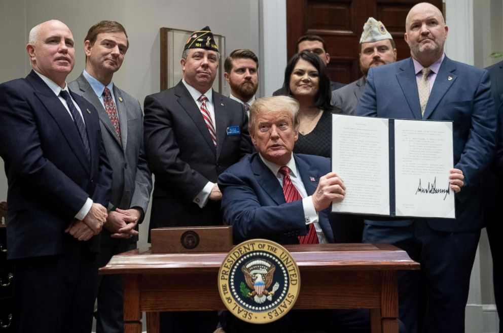 PHOTO: President Donald Trump signs an Executive Order on National Roadmap to Empower Veterans and End Veteran Suicide, in the Roosevelt Room of the White House, March 5, 2019.
