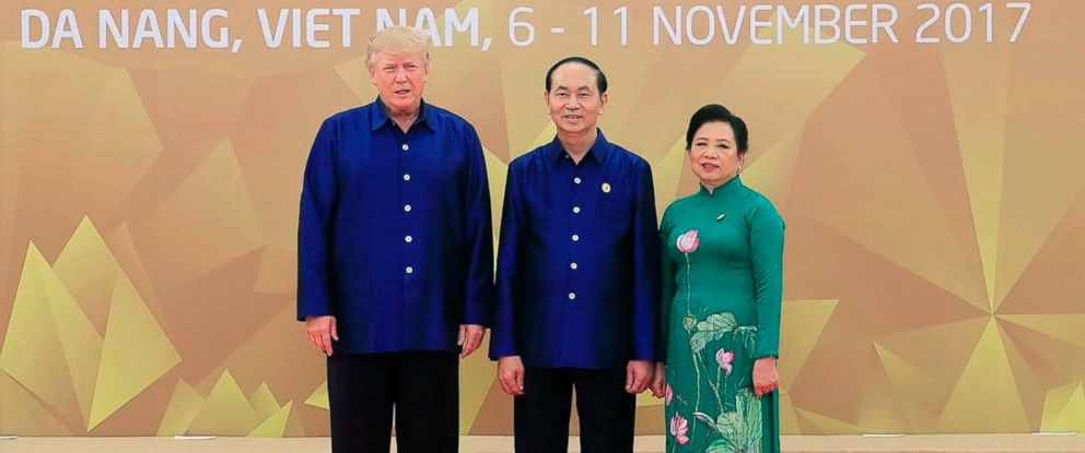 PHOTO: President Donald Trump (L) poses with Vietnams President Tran Dai Quang as his wife Nguyen Thi Hien (R) upon arrival for the Asia-Pacific Economic Cooperation (APEC) Summit leaders gala dinner in Da Nang, Vietnam, Nov. 10, 2017.