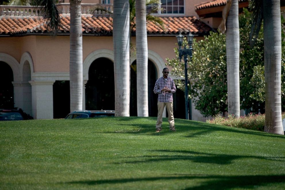 PHOTO: A member of the Secret Service stands guard as President Donald Trump returns to Mar-a-Lago from the Trump International Golf Club on March 25, 2018 in Palm Beach, Fla.
