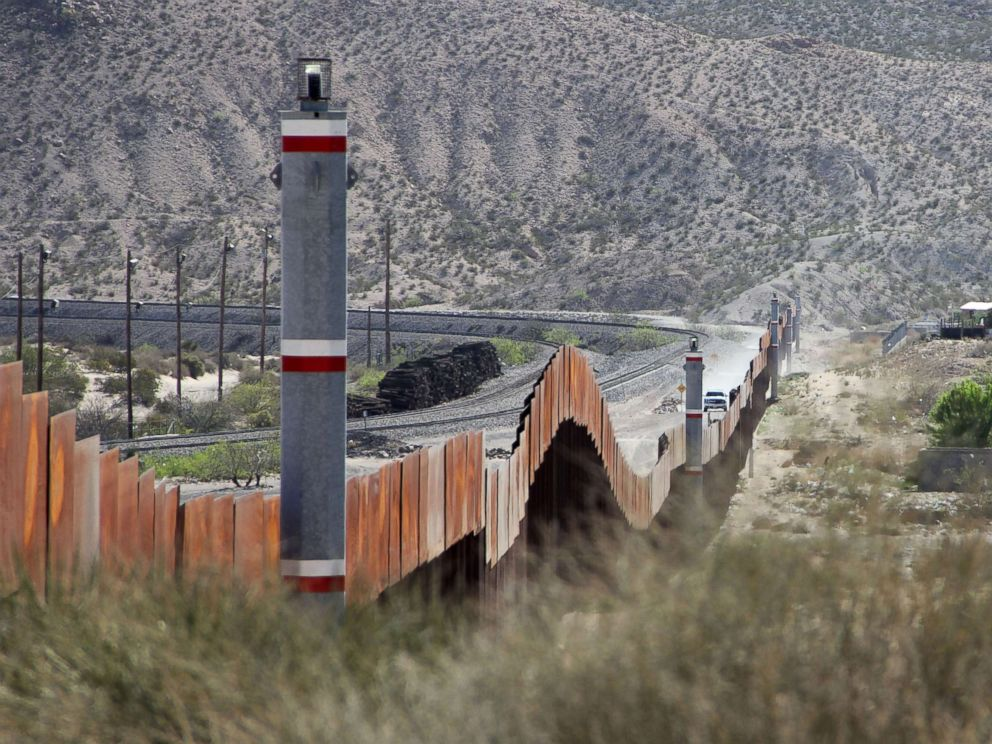PHOTO: The US-Mexico border fence in the Anapra valley near Ciudad Juarez, Chihuahua State, Mexico, April 5, 2018.