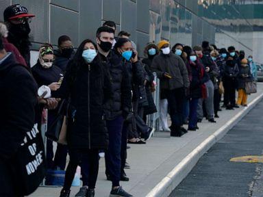 Orang yang benar-benar divaksinasi dapat beringsut tanpa masker, dalam beberapa kasus menjaga jarak: CDC thumbnail