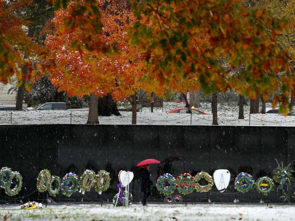 PHOTO: A visitor to the Vietnam Veterans Memorial during an early snowfall in Washington, D.C., Nov. 15, 2018.