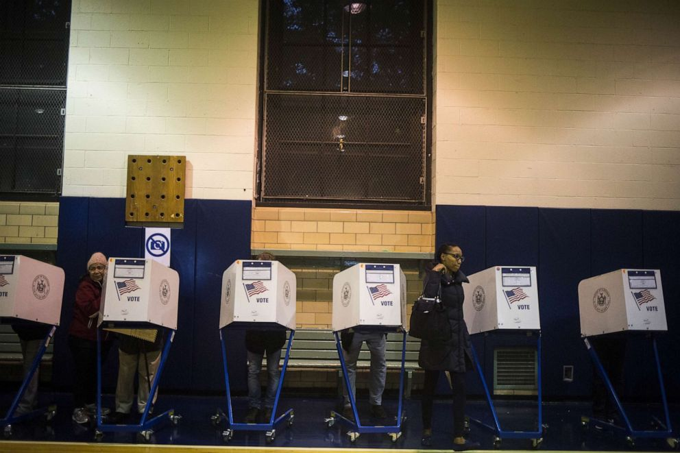 PHOTO: Voters cast their ballots aat a polling location in Brooklyn, N.Y., Nov. 8, 2016.