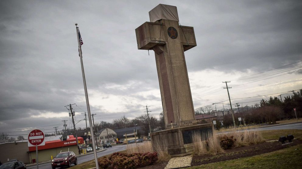 Supreme Court allows war cross memorial to stand as symbol of 'sacrifice' thumbnail