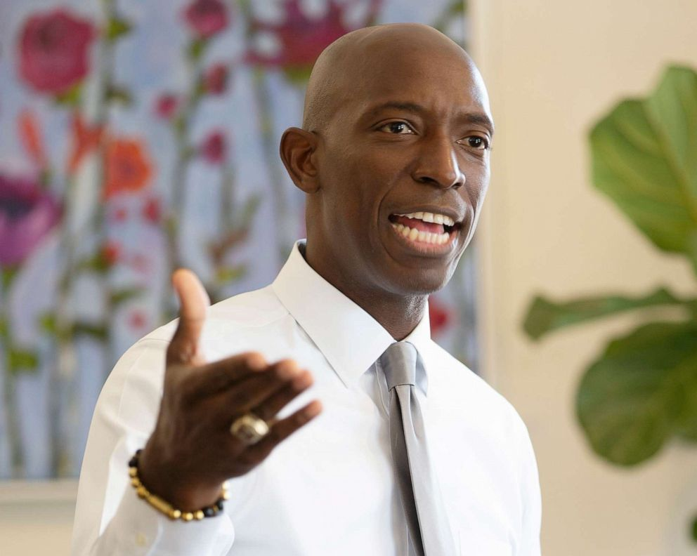 PHOTO: Mayor of Miramar, Fla., Wayne Messam, addresses members of the New Hampshire Young Democrats at a coffee shop in Goffstown, N.H., May 21, 2019.