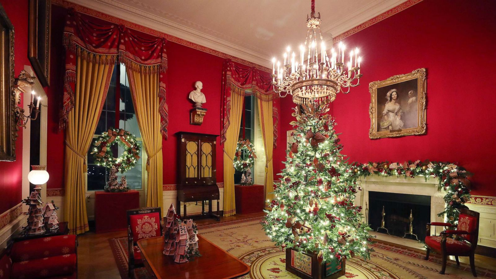 After Criticism Melania Trump Unveils Patriotic Themed White House Christmas Decorations Abc News