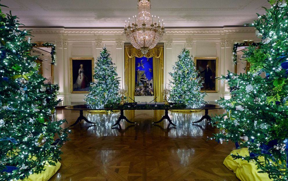 White House Christmas Pictures 2021 Photos White House 2020 Christmas Decorations Revealed Abc News