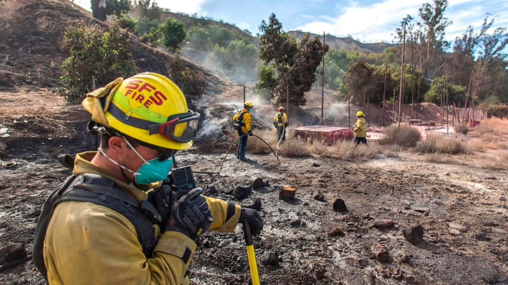 Trump droht, abgeschnitten von Bundesmitteln für die Waldbrände in Kalifornien